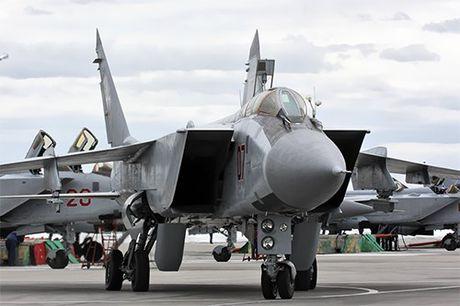 Xa thu ngu gat, phi cong MiG-31 van ban ha 4 muc tieu - Anh 1