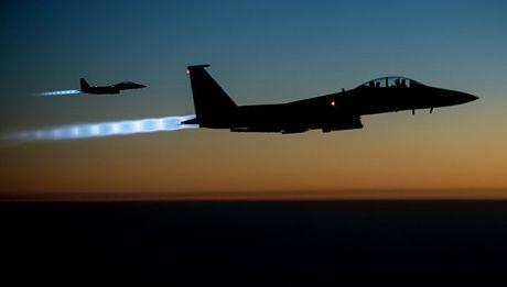 Giai ma viec My ban 72 chien dau co F-15 cho Qatar - Anh 1