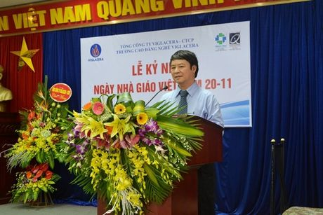 Thay, tro Truong CD Nghe Viglacera ky niem Ngay nha giao Viet Nam 20/11 - Anh 1