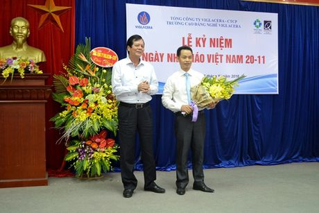 Thay, tro Truong CD Nghe Viglacera ky niem Ngay nha giao Viet Nam 20/11 - Anh 2