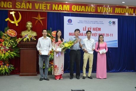 Thay, tro Truong CD Nghe Viglacera ky niem Ngay nha giao Viet Nam 20/11 - Anh 5