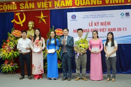 Thay, tro Truong CD Nghe Viglacera ky niem Ngay nha giao Viet Nam 20/11 - Anh 6