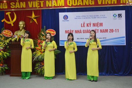 Thay, tro Truong CD Nghe Viglacera ky niem Ngay nha giao Viet Nam 20/11 - Anh 8