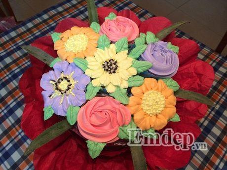Lam bo hoa tu banh cupcake dep lung linh cho ngay 20/11 - Anh 1