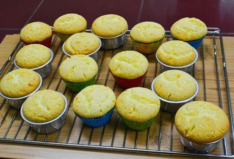 Lam bo hoa tu banh cupcake dep lung linh cho ngay 20/11 - Anh 2