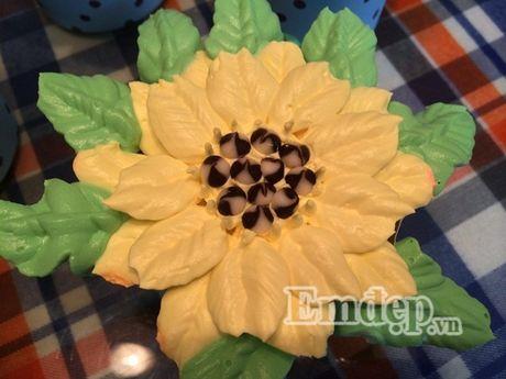 Lam bo hoa tu banh cupcake dep lung linh cho ngay 20/11 - Anh 5