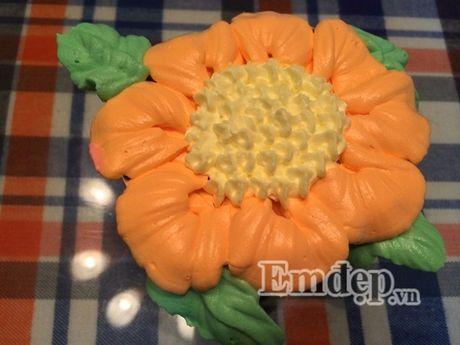 Lam bo hoa tu banh cupcake dep lung linh cho ngay 20/11 - Anh 6