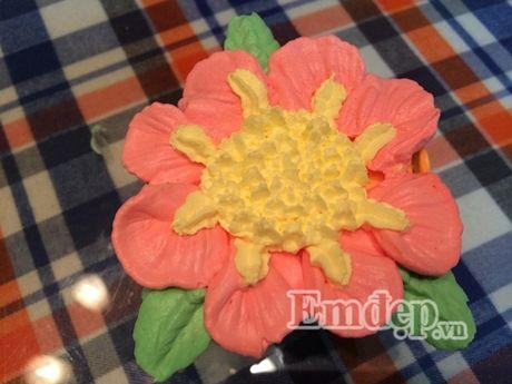 Lam bo hoa tu banh cupcake dep lung linh cho ngay 20/11 - Anh 7