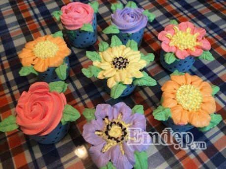 Lam bo hoa tu banh cupcake dep lung linh cho ngay 20/11 - Anh 8
