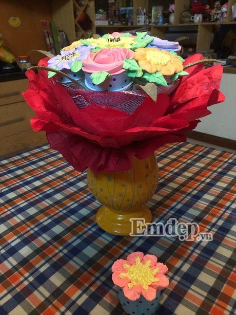 Lam bo hoa tu banh cupcake dep lung linh cho ngay 20/11 - Anh 9