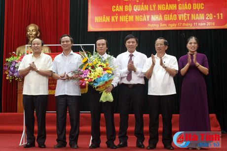 Nhieu hoat dong huong toi ngay Nha giao Viet Nam 20/11 - Anh 1