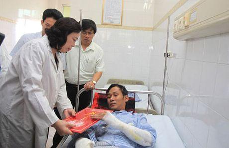 No bot dien o Ha Dong: Pho bi thu Ha Noi tham hoi nan nhan - Anh 1