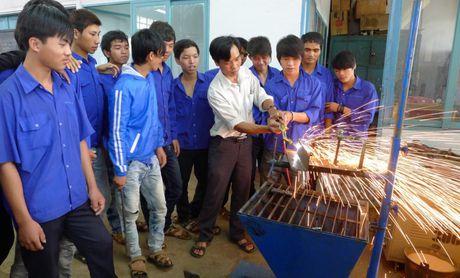 Ho tro dao tao so cap cho nhieu doi tuong lao dong - Anh 1