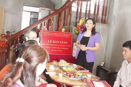 Ban giao Mai am cong doan cho doan vien thuoc quan Ha Dong - Anh 1