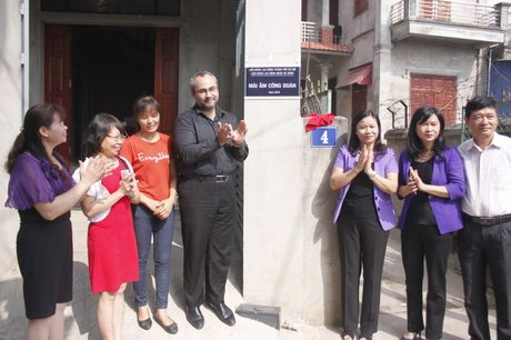 Ban giao Mai am cong doan cho doan vien thuoc quan Ha Dong - Anh 7