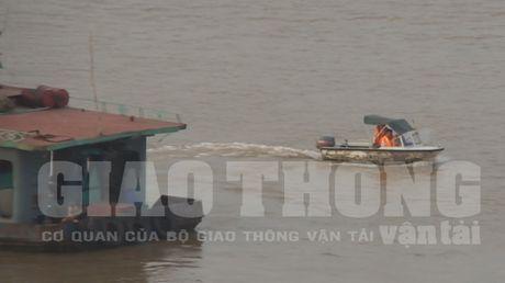 Vu xa thai xuong song Hong: Dinh chi To Canh sat giao thong duong thuy - Anh 1
