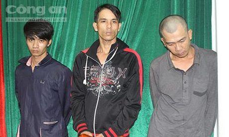 Bo doi dung ghe trom tai san tren song Sai Gon - Anh 1