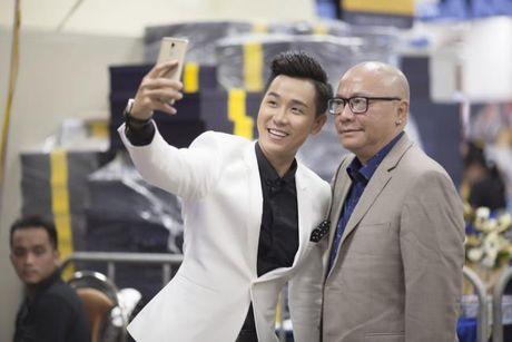 Ha Ho an mac goi cam nhay cung MC Nguyen Khang - Anh 8