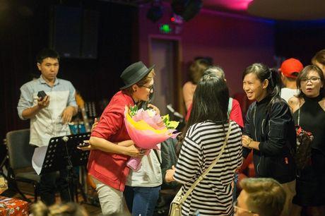 Mr Dam co vu Vicky Nhung to tinh loat sao nu trong dem nhac rieng - Anh 12