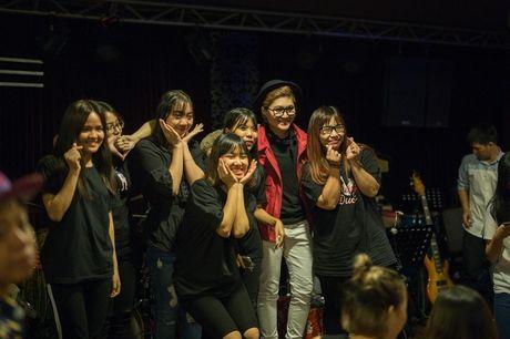 Mr Dam co vu Vicky Nhung to tinh loat sao nu trong dem nhac rieng - Anh 13
