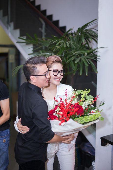 Mr Dam co vu Vicky Nhung to tinh loat sao nu trong dem nhac rieng - Anh 2
