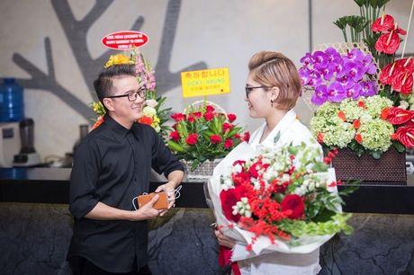 Mr Dam co vu Vicky Nhung to tinh loat sao nu trong dem nhac rieng - Anh 3