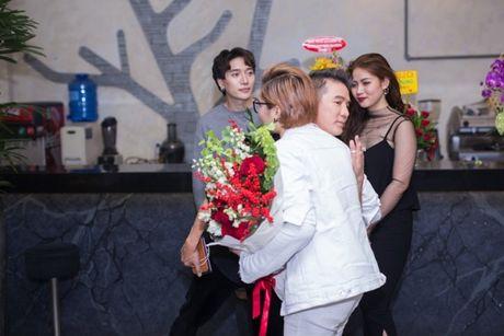 Mr Dam co vu Vicky Nhung to tinh loat sao nu trong dem nhac rieng - Anh 4