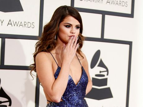 Selena Gomez co the tai xuat sau thoi gian dai dieu tri benh - Anh 1