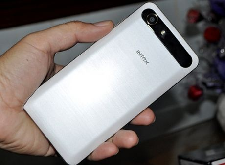 Intex Aqua View: Smartphone An Do so huu cam bien van tay gia hap dan - Anh 1