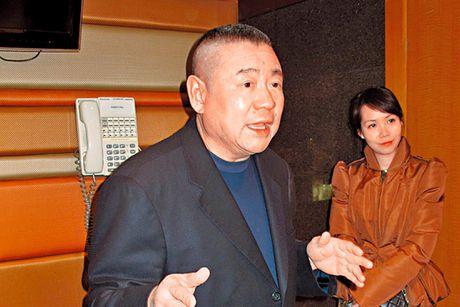 Ti phu Hong Kong ly di, tang vo 400 trieu USD - Anh 1