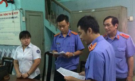 Nguyen chap hanh vien Thi hanh an dan su quan 3 bi bat - Anh 2