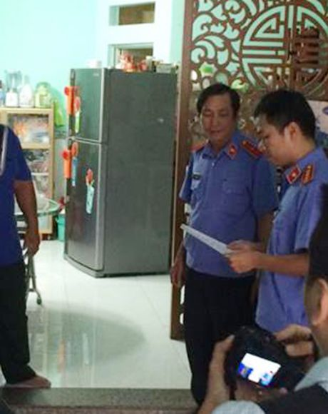 Nguyen chap hanh vien Thi hanh an dan su quan 3 bi bat - Anh 5