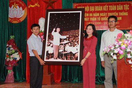 Ninh Binh: Thuong vu Tinh uy cung chung vui Ngay hoi Dai doan ket toan dan toc - Anh 1