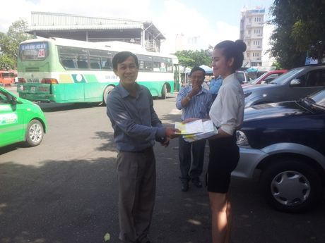 TP.HCM: Tang 10.000 ban do xe buyt cho nguoi dan - Anh 2