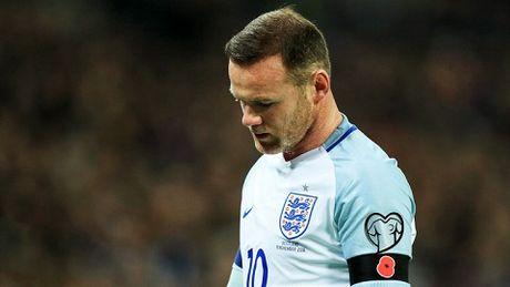 Rooney sap bi tuoc bang doi truong vi say xin - Anh 2