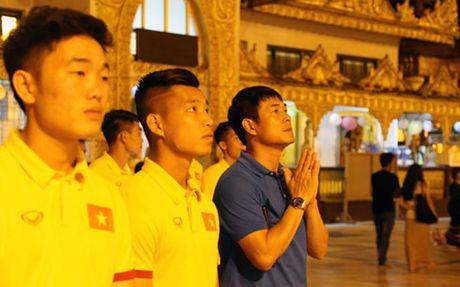 DT Viet Nam tham chua Vang cau may man tai AFF Cup 2016 - Anh 1