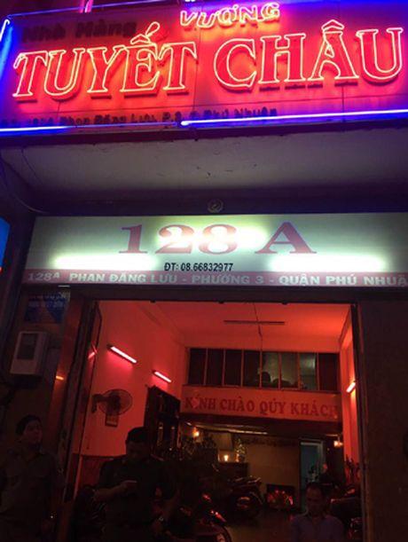 Xu phat nha hang cho tiep vien mac ho hang tiep bia khach o TP HCM - Anh 1