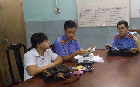 TPHCM: Bat tam giam cuu chap hanh vien Chi cuc Thi hanh an dan su quan - Anh 1