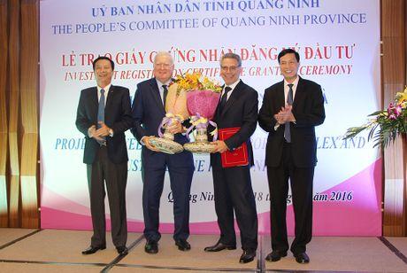 Quang Ninh trao giay chung nhan dau tu du an Khu cong nghiep 7.000 ty - Anh 2
