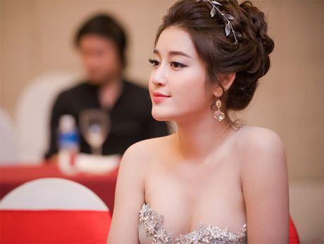 Choang voi dan my nu toan hoa-a hau va chan dai trong phim Viet ngan tap - Anh 15