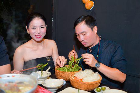 Chi di an toi, Le Quyen cung phai mac do that goi cam - Anh 2