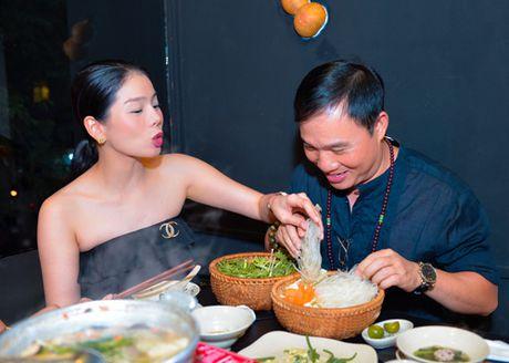 Chi di an toi, Le Quyen cung phai mac do that goi cam - Anh 3