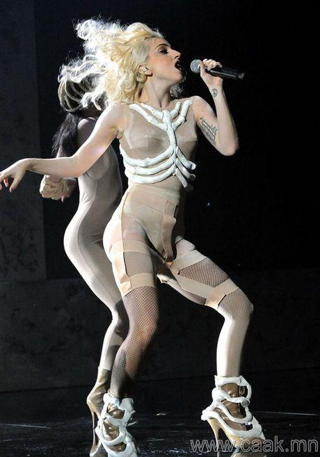 15 bo trang phuc khong giong ai cua Lady Gaga - Anh 12