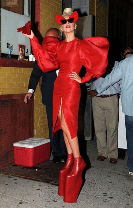15 bo trang phuc khong giong ai cua Lady Gaga - Anh 3