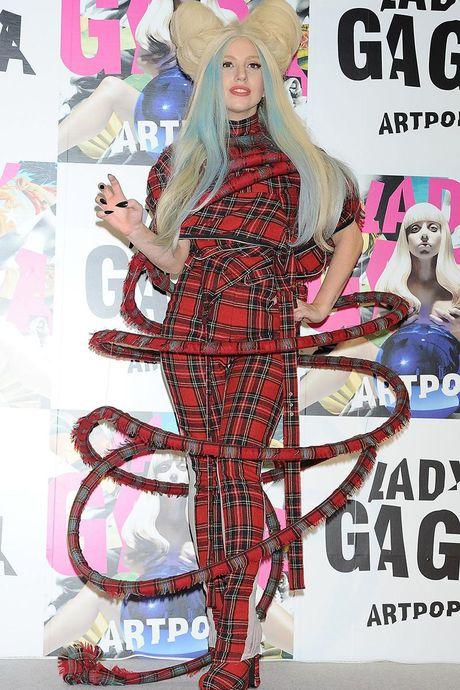15 bo trang phuc khong giong ai cua Lady Gaga - Anh 7