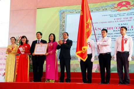 Hai Phong: Truong THPT Chuyen Tran Phu don nhan Huan chuong Lao dong hang Nhat - Anh 1