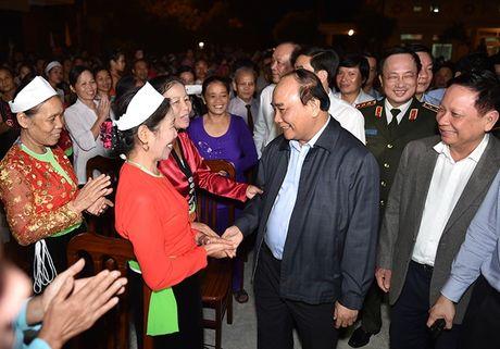 Thu tuong du Ngay hoi dai doan ket toan dan tai xom Mat, Hoa Binh - Anh 1