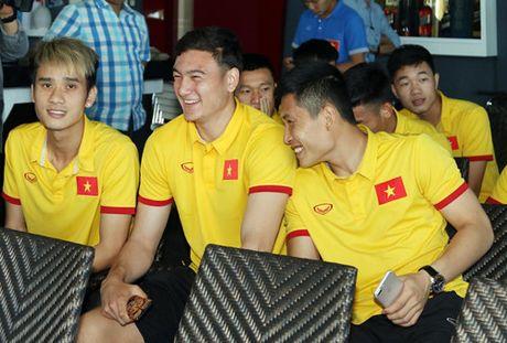 Dai su Viet Nam tai Myanmar tang tho cho thay tro HLV Huu Thang - Anh 5