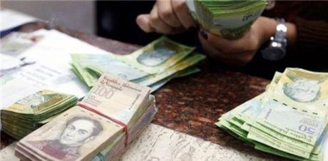 Nguoi dan Venezuela chi duoc rut tien toi da 5 USD/ngay - Anh 1