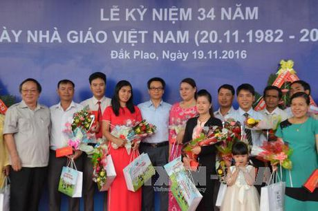 Pho Thu tuong Vu Duc Dam du ky niem Ngay Nha giao Viet Nam - Anh 1